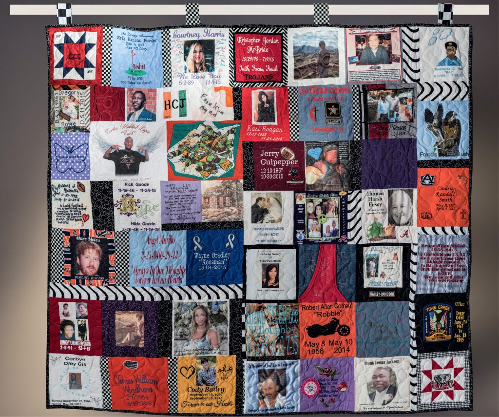 photo of the memorial quilt